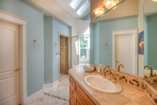 expansive custom built bathroom - Oregon contractors