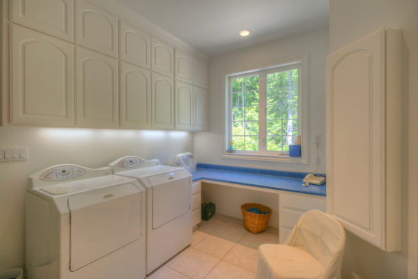 well designed custom built laundry room - Oregon contractors