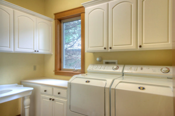 Well-designed-laundry-room