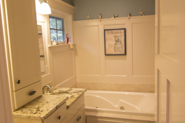 Custom built beach house bathroom - Oregon contractors