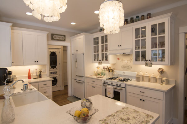 Stunning Entirely white kitchen - Custom built Oregon homes