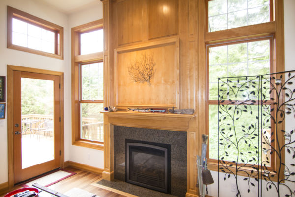 wide but non-intrusive fireplace - custom Oregon homes