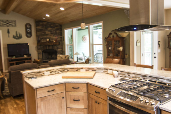 Custom designed kitchen - Oregon carpenters