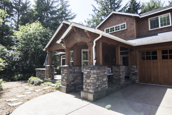 Beautiful home and double door garage - custom built home Oregon